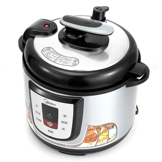 厨房电器 电压力锅 美的精品微电脑电压力锅  1,先用手握紧锅盖手柄